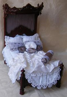 Not a tutorial, but lovely bedclothes ….Bespaq bed dressed by Miss Amelia