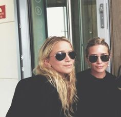 mary-kate and ashley olsen Ashley Olsen Style, Olsen Twins Style, Mary Kate Ashley, Mary Kate Olsen, Elizabeth Olsen, Pretty People, Beautiful People, Olsen Sister, Images Instagram