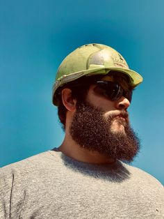 Where them Monday work beards at? Beard And Mustache Styles, Best Beard Styles, Beard No Mustache, Hair And Beard Styles, Great Beards, Awesome Beards, Scruffy Men, Hairy Men, Worker Boots