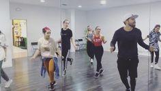 Nuestros bailarines de formación de por las mañanas dándolo todo! como siempre.