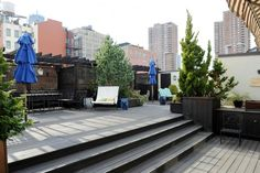 The private landscaped rooftop terrace has a fully equipped kitchen.