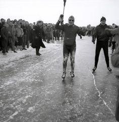 Elfstedentocht. Reinier Paping, winnaar van de barre Elfstedentocht op 18 januari  1963. Nederland, Leeuwarden.