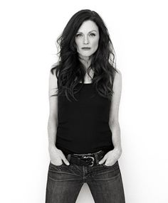 Photography (Julianne Moore by Brian Bowen Smith) Julianne Moore, Divas, Mein Style, Actrices Hollywood, Black And White Portraits, Tips Belleza, Look Fashion, Fashion Pics, Celebrity Photos