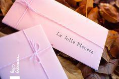 Demande en témoin. Noeuds. Girly. Rose. Papeterie. Carte. Bracelet. ©Les crâneuses, wedding planner & designer.