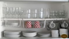 Organize those plates, cups and bowls Kitchen Interior, Interior Design Living Room, Kitchen Decor, Kitchen Design, Kitchen Cabinet Organization, Kitchen Storage, Home Organization, Ideas Para Organizar, Small Space Living