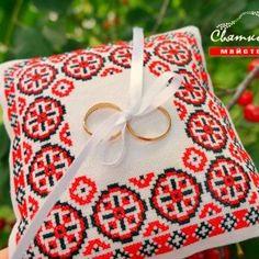 Подушечка для обручок в українському стилі Сила кохання