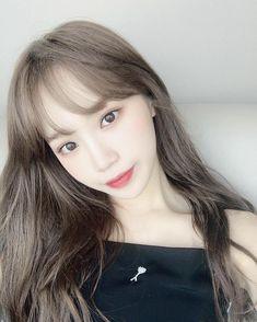 her new hair looks amazing! Kpop Girl Groups, Kpop Girls, Yuri, Japanese Girl Group, Pop Idol, Kim Min, The Wiz, My Girl, Pretty