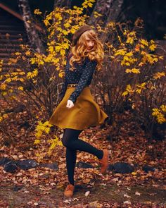 Fall: belted mustard skirt + navy button up + tights + brown shoes – Herbst: Senfrock mit Gürtel + Navy-Knopf + Strumpfhose + braune Schuhe – Mode Outfits, Winter Outfits, Fashion Outfits, Womens Fashion, Fashion Ideas, Trendy Outfits, Mustard Skirt, Mustard Yellow, Vintage Outfits