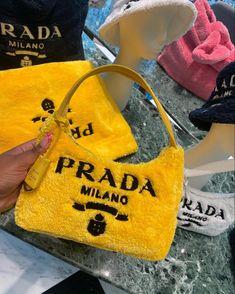 Luxury Purses, Luxury Bags, Fashion Brenda, Black Girl Fashion, Cute Bags, Vintage Bags, Prada Bag, Mellow Yellow, Fashion Bags