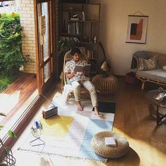 Happy Sunday! Grab a book and chill with Hyun Bin. 💗 #hyunbin #현빈 #玄彬 #ヒョンビン #hyunbin925 #hyunbinlove