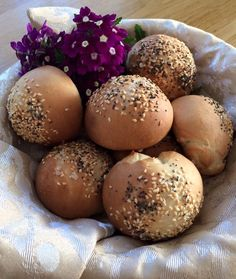 Brot/Weckerl - Backen macht GLÜCKlich - Stoibergut Food Porn, Hamburger, Bread, Snacks, Salzburg, Recipes, Baguette, Anna, Pesto Bread