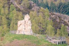 Monument des 4 fils Aymon. Photo de Thierry Michel