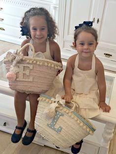 ESTAMOS DE CUMPLEAÑOS!!! 1 AÑITO Y SORTEAZO!!! - Lorena Valera Linen Dress Pattern, Best Beach Bag, Crochet Beach Bags, Fancy Hats, Boho Bags, Craft Bags, Basket Bag, Purse Styles, Boho Diy