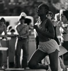 Black and white photo of an unidentified female University of Oregon runner during a 1981 race. ©University of Oregon Libraries - Special Collections and University Archives