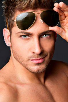 Hot sexy men ☆ミ Gorgeous Eyes, Pretty Eyes, Cool Eyes, Amazing Eyes, Hello Gorgeous, Beautiful Smile, Hot Guys, Hot Men, Ray Ban Sunglasses Sale