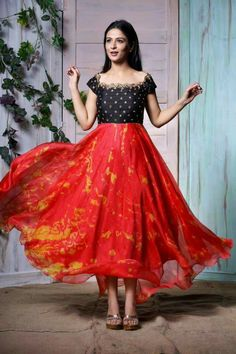Image may contain: 2 people Long Gown Dress, Frock Dress, Saree Dress, The Dress, Long Frock, Lehenga Designs, Kurta Designs, Blouse Designs, Dress Designs