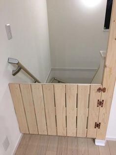 手作りベビーゲート Bamboo Structure, Dog Rooms, Baby Gates, Stairways, Bathroom Hooks, Baby Room, Dyi, Storage Chest, Woodworking