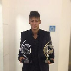 Neymar Jr with awards. Neymar Jr, World Cup 2014, Football Players, Hero, Sports, Awards, Hs Sports, Soccer Players, Sport