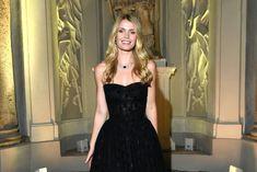 Modelka i arystokratka, która wyszła za starszego o 32 lata milionera, Michaela Lewisa, miała na sobie szytą na miarę suknię Dolce&Gabbana. Kitty Spencer, Vogue Wedding, Idris Elba, Ellie Goulding, Meghan Markle, Formal Dresses, Fashion, Dresses For Formal, Moda