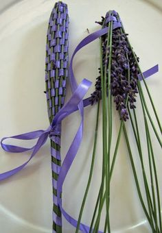 Lockwood Lavender Farm: How to Make Lavender Wands * I will do this next summer once my lavender flowers Lavender Wands, Lavender Crafts, Lavender Garden, Lavander, Lavender Blue, Lavender Fields, Lavender Flowers, Nature Crafts, Diy Projects To Try