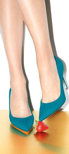 Have you seen Sarah Jessica Parker's new line of shoes, SJP Collection? See it all here: http://popsu.gr/33715046