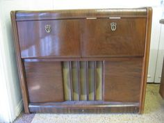 $400 Art Deco VINTAGE Radio & RECORD PLAYER by COLLARO ASTOR Text 0411691171 or email info@bitspencer.com