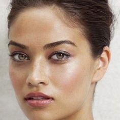 Make natural e bem iluminado, lindo! Blush mais evidente, lábios e olhos suavemente realçados, sobrancelha marcada... | DDB Inspira @ddbinspira
