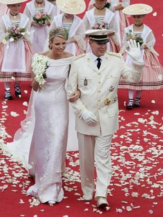 Princess Charlene of Monaco(who looks much like G. Kelly) and Prince Albert Wedding - The bride wears an Armani gown while walking with the Prince of Monaco in a civil ceremony. The wedding was celebrated with a concert in the evening. Princesa Charlene, Fürstin Charlene, Princesa Grace Kelly, Monaco Charlene, Royal Wedding Gowns, Royal Weddings, Wedding Dresses, Civil Wedding, Estilo Real
