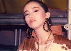 Anita Mui, (Another one of her typical poses)