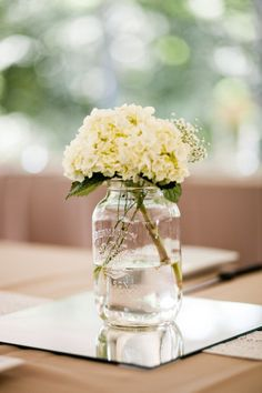 Labor Day is upon us; the unofficial last summer hurrah. And for us, it is a chance to bid summer a proper farewell with a wedding that embodies everything we love about those sunniest of months. Fromsun shining on shoulders to