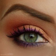 Purple eye liner with peachy pink and gold eyeshadow. Look what it does to green eyes! Very pretty way to do your eye make up. Lila Eyeliner, Purple Eyeliner, Gold Eye Makeup, Gold Eyeshadow, Makeup For Green Eyes, Skin Makeup, Orange Eyeshadow, Makeup Contouring, Peach Makeup