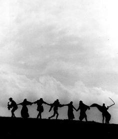 "The ""Dance of Death"" in The Seventh Seal dir. Ingmar Bergman) The ""Dance of Death"" in The Seventh Seal dir. Bergman Film, Ingmar Bergman, Dance Of Death, Great Films, Good Movies, La Danse Macabre, Image Paris, The Seventh Seal, Matou"