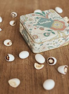 Lavolio confectionery handmade in Italy. A perfect small gift for every occasions. Delicious sweets with real pieces of fruits, inside a fabulous designer tin box.