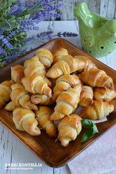 Barbi konyhája: Kiflicskék Pretzel Bites, Shrimp, Potatoes, Bread, Vegetables, Cake, Recipes, Desserts, Food