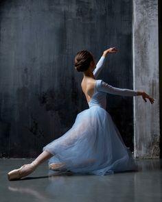 Ballet dancer - The MAN Ballet Dancer Sophisticated 50876670777622641 Ballet Images, Ballet Pictures, Dance Pictures, Ballet Painting, Ballet Art, Ballet Dancers, Ballerinas, Ballet Shoes, Ballerina Kunst