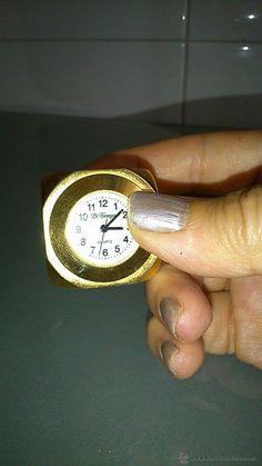 Bonito reloj en miniatura en forma de dado. Marca Le Temps.