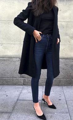 Street style star Barbara Martelo shows us how to wear pointed-toe shoes, thanks. Street style star Barbara Martelo shows us how to wear pointed-toe shoes, Looks Chic, Looks Style, Mode Outfits, Fashion Outfits, Fashion Trends, Jeans Fashion, Fashion Capsule, Fashion Ideas, Heels Outfits