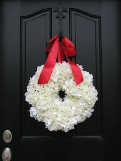 Holiday Wreaths. would even look good in the summer.