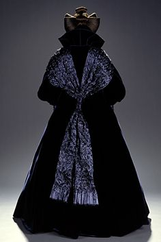 Star Wars - Nathalie Portman as Senator Padmé Amidala. Amidala Star Wars, Star Wars Padme, Queen Amidala, Star Wars Costumes, Movie Costumes, Cosplay, Star Wars Dress, Nathalie Portman, Outfits