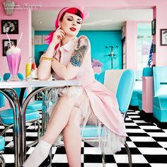 girl pin Up and rockabilly Rockabilly Style, Rockabilly Fashion, Retro Fashion, Vintage Fashion, Rockabilly Girls, Pink Lady, Pin Up Girls, Pinup, Moda Pin Up