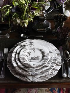 Juliska depicts a charming narrative of the English landscape on the sepia-toned dinnerware pattern, Country Estate, complete with romantic architecture, bustling activity and grand vistas.
