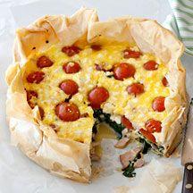 Hartige taart met bacon, feta en groenten