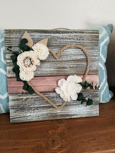 33 Best DIY Wood Hearts Ideas – Keep up with the times. Cute Crafts, Decor Crafts, Wood Crafts, Diy And Crafts, Decoration Palette, Decoration Shabby, Decorations, Unique Home Decor, Diy Home Decor