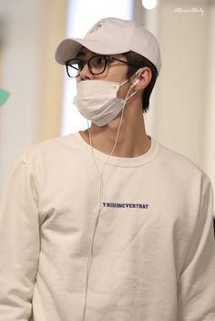 Sehun, Korean Airport Fashion, Rapper, Exo Album, Exo Lockscreen, Korean Boys Ulzzang, Kpop Guys, Asian Men, Boyfriend Material