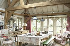 Cottage decor: Kitchen dining | Photo: Nick Carter for The English Home