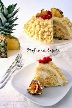 A casa mia la torta mimosa è un must. Ogni compleanno è la base delle nostre candeline. Sempre e solo la versione di mia mamma. Qualche sera fa, ho visto Montersino realizzare la sua mimosa. Ho amato all'istante la decorazione, ancora di più l'uso dell'ananas caramellato. Neanche a dirlo, �…