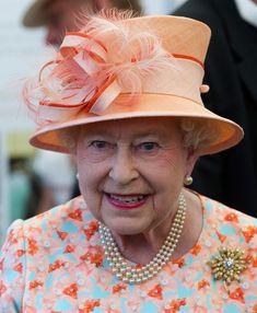 Queen Elizabeth II Photo - Queen Elizabeth II Visits The Ilse Of Wight And New Forest