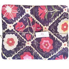 cool Suzani cool a cut of 4 m.  #5vie #arjumandinteriordecor #asiatextile #asiaticfabrics #design5vie #idaricagazzoni #milanodesign #suzani #suzanicool #suzanifabrics #uzbekisthanfabrics #vintagesuzani