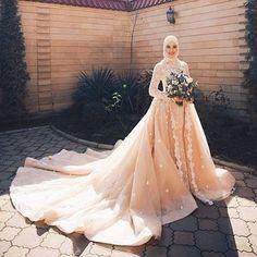 3198 Likes 18 Comments Hijab Fashion Inspiration ( Muslim Wedding Gown, Muslimah Wedding Dress, Wedding Gowns, Wedding Dress Sleeves, Modest Wedding Dresses, Bridal Dresses, Bridesmaid Dresses, Wedding Hijab Styles, Wedding Dresses Pinterest