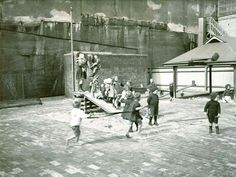 Lance Playground/Kindergarten at 37 High St,Millers Point, Sydney (year unknown).The first public playground in the City of Sydney and later a kindergarten.